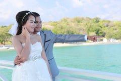 Épouser pré les couples thaïlandais de photographie chez Koh Si Chang Island Photographie stock