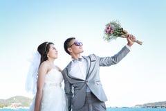 Épouser pré les couples thaïlandais de photographie chez Koh Si Chang Island Photo libre de droits