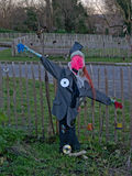 Épouvantail dans le potager urbain Photo libre de droits