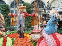 Épouvantails, affichage d'automne à Bellagio Images stock