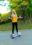 Équilibrage d'individu de double roue électrique Photos stock