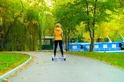 Équilibrage d'individu de double roue électrique Photo libre de droits