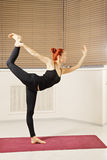 Équilibrage sur une jambe Photos stock