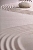 Équilibre japonais de chant religieux de jardin de zen de méditation Images libres de droits