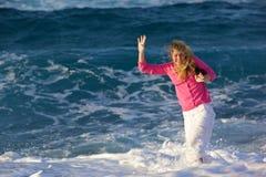 Équilibre perdu en vague déferlante Image stock