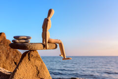 Équilibre sur la pierre photo libre de droits