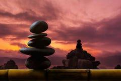 Équilibrez le concept entre de la vie et travaillez le présent à côté de zen naturel photo libre de droits