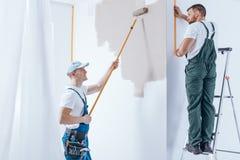 Équipage à la maison de rénovation Image libre de droits