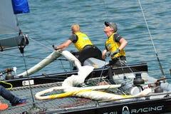 Équipage de bateau extrême de direction d'équipe de navigation de SAP à la série de navigation extrême Singapour 2013 Image libre de droits