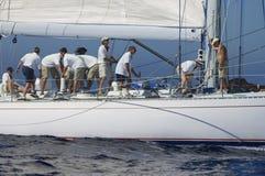 Équipage travaillant au voilier Photos libres de droits