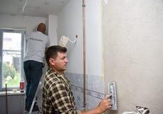 Équipe à la maison de rénovation Photographie stock libre de droits
