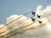 Équipe acrobatique aérienne d'avions à réaction de faucon Photos stock
