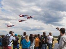 Équipe acrobatique aérienne Swifts d'avions de vol Images stock