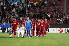 Équipe CFR Cluj entrant dans la zone Photo stock