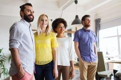 Équipe créative heureuse dans le bureau Images libres de droits