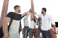 Équipe créative se donnant de hauts cinq Photographie stock