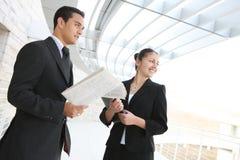 Équipe d'affaires à l'immeuble de bureaux Image libre de droits