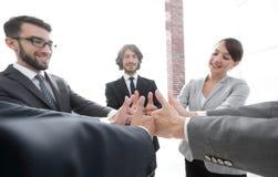Équipe d'affaires affichant des pouces vers le haut Photos libres de droits