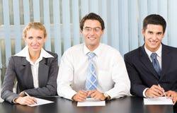 Équipe d'affaires au bureau Photos stock