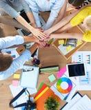 Équipe d'affaires avec de mains des concepts de travail d'équipe ensemble - photos stock