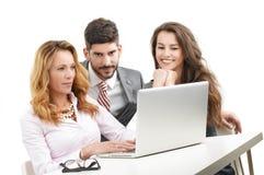 Équipe d'affaires avec l'ordinateur portatif Images libres de droits