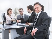 Équipe d'affaires avec un cadre supérieur dans le premier plan Images libres de droits