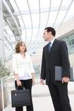 Équipe d'affaires d'homme et de femme au bureau image stock