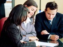 Équipe d'affaires lors d'un contact Image libre de droits