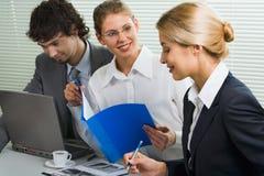 Équipe d'affaires lors du contact Photographie stock