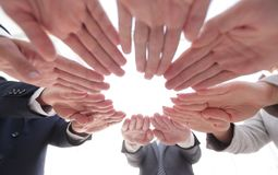 Équipe d'affaires montrant leur unité Images libres de droits
