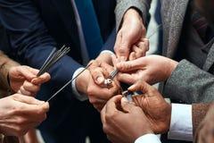 Équipe d'affaires prête à commencer une célébration de succès photographie stock