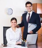 Équipe d'affaires souriant dans le bureau image libre de droits
