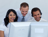 Équipe d'affaires travaillant dans un galop d'appel image libre de droits
