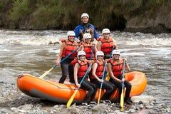 Équipe d'aventure de transporter de rivière de Whitewater photos stock