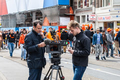 Équipe de cameramen au collage 2013 de Koninginnedag Image stock