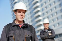 Équipe de constructeurs au chantier de construction Image libre de droits