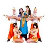 Danseurs habillés dans la pose égyptienne de costumes Photo libre de droits