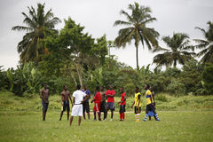 Équipe de football africaine pendant la formation Photos stock