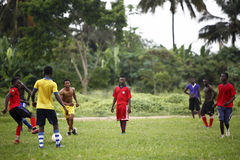 Équipe de football africaine pendant la formation Photo stock