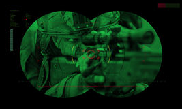 Équipe de gardes forestières pendant la délivrance d'otage d'opération de nuit vue  Images libres de droits