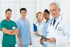 Équipe de médecins à l'hôpital photo libre de droits
