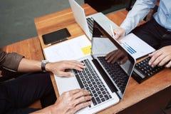 Équipe de performance de ventes d'analyse des marchés de cadres commerciaux, concept de réunion de travail d'équipe photo stock