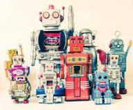 Équipe de robots heureux Images stock