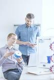 Équipe de scientifique avec l'imprimante 3d Photographie stock