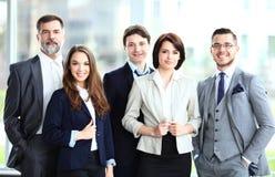 Équipe de sourire heureuse d'affaires photo stock
