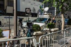 Équipe de tournage en dehors des tours d'atout, New York Photographie stock