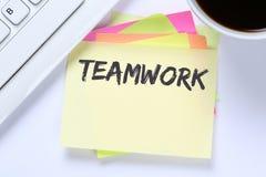 Équipe de travail d'équipe travaillant ensemble le bureau de réussite commerciale Images libres de droits