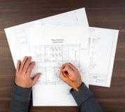 Équipe des mains dessinant des ébauches Image libre de droits