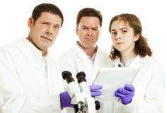 Équipe des scientifiques embarrassés Photo stock