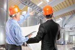 Équipe des travailleurs de la construction au lieu de travail i Photographie stock libre de droits